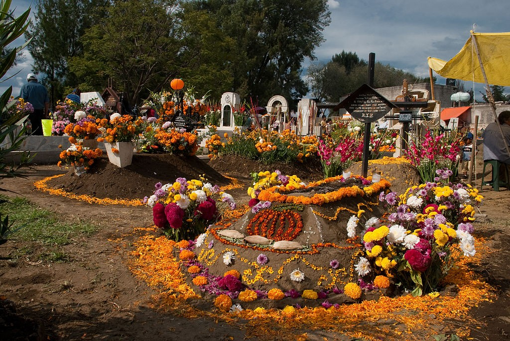 Day of the Dead in Tecomitl Cemetery, by Eneas de Troya (originally posted to Flickr as Panteón de Tecómitl)
