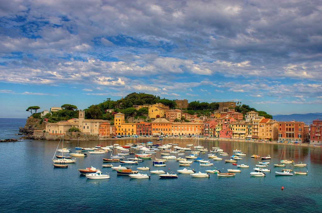 By Jiuguang Wang. Sestri Levante and Baia del Silenzio, the Bay of Silence, on the Italian Riviera. Creative Commons 3.0 via Wikipedia.