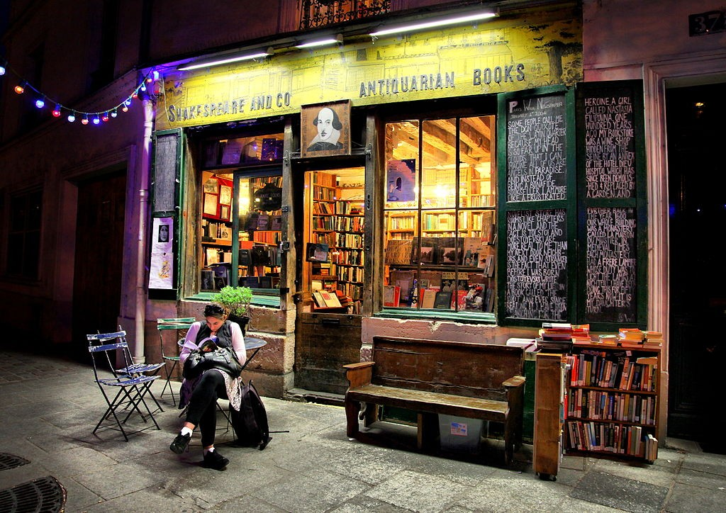 I've read the history of Sylvia Beach & her store. I will browse there, one day. By Christine Zenino (Flickr: Shakespeare & Co Books; Paris) (http://creativecommons.org/licenses/by/2.0)