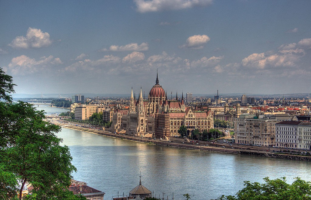 Budapest at dusk. By Maurice, Wikimedia Commons