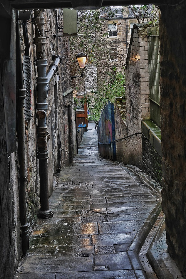 "One of the twisting narrow ""closes"" off the Royal Mile; an alley for pedestrians that generally lead to courtyards but sometimes to streets."