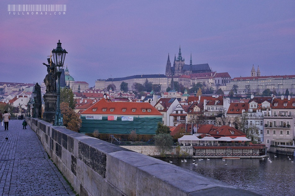 Purple_Dawn_Prague_Charles_Bridge